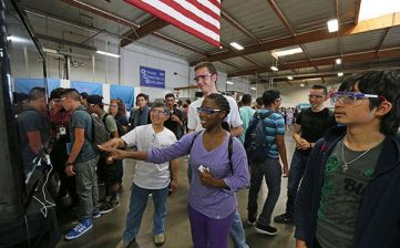 7 Things Every Manufacturer Can Do To Make Their MFG Day Event a Success
